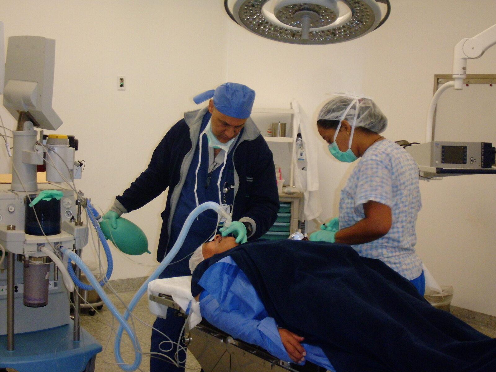 Procedimiento quirúrgico mediante convenio con la Dirección de Medicina Comunitaria - Dr. Alejandro Salazar